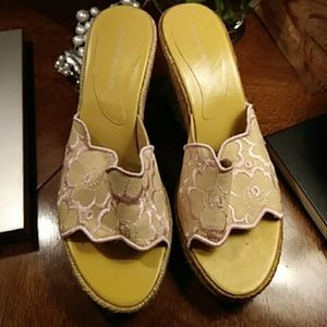 Super cute Bandolino sandals size 8
